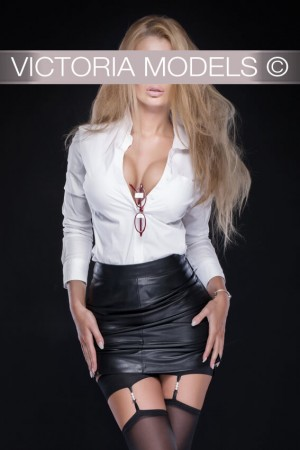 tiny girl vip escort munich